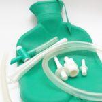 прочищения кишечника при помощи медицинской клизмы.