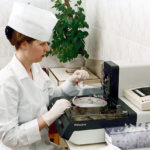 Как обнаружить глисти у человека в организме в домашних условиях