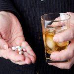 метронидазол несовместим с алкогольными напитками.